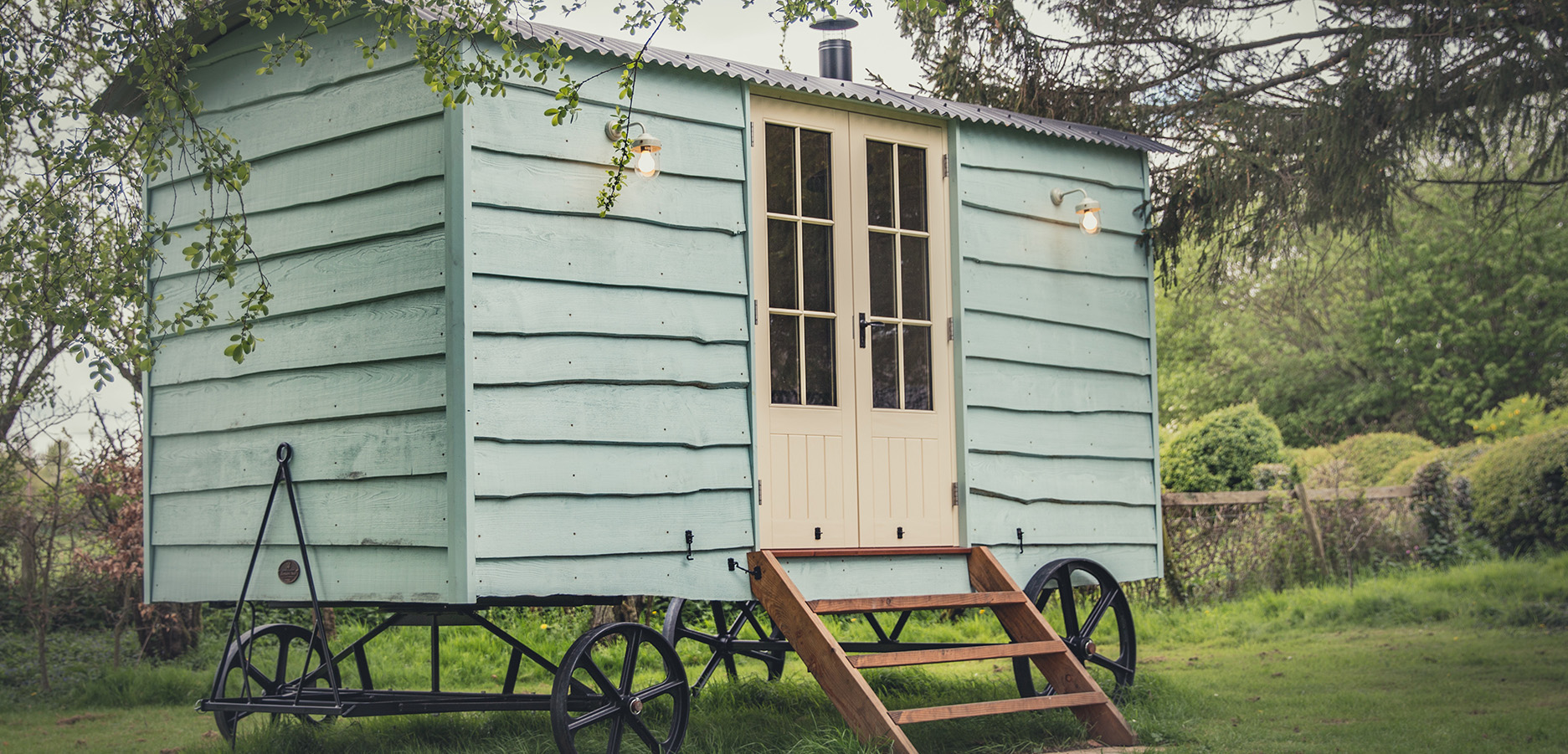 Luxury Shepherd's Hut with Double Doors